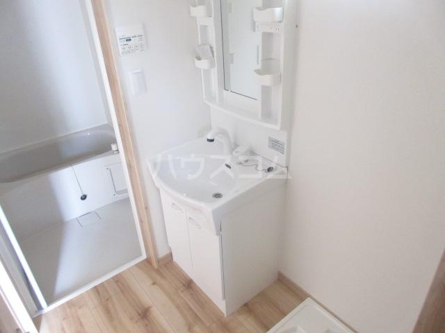 エバーグリーン 101号室の洗面所