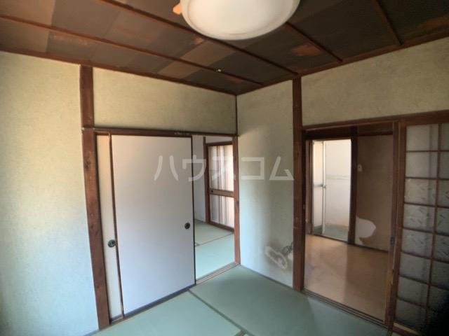 春日井上ノ町貸家の居室