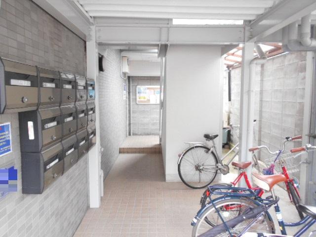 CASA井 3-B号室のエントランス