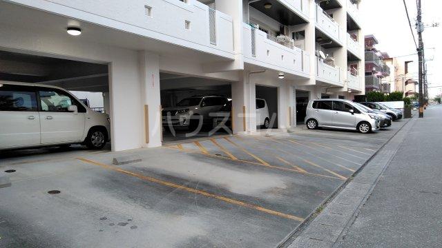 テラスヴェルデ B401号室の駐車場