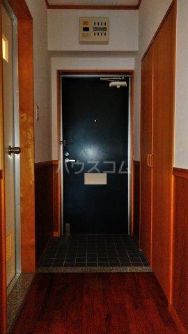テラスヴェルデ B401号室の玄関