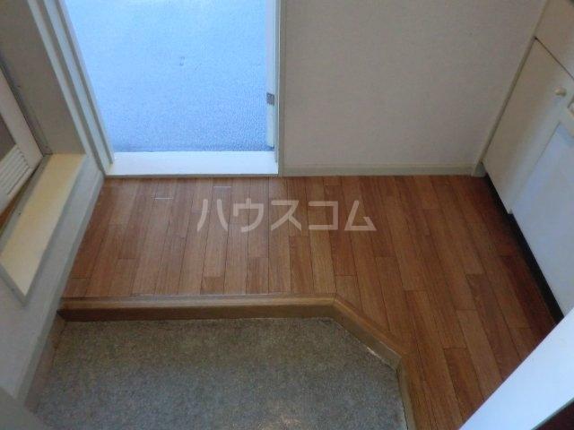 パレス高畑 203号室の玄関