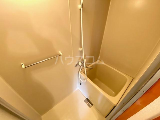 メゾン静一号棟 301号室の風呂