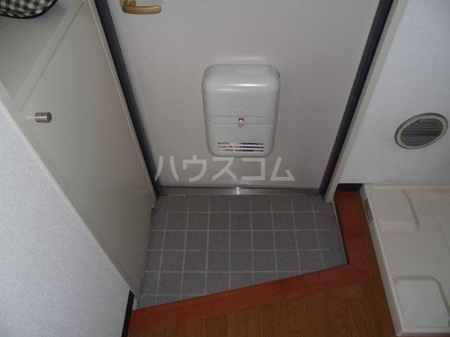 メゾン静二号棟A 303号室の玄関