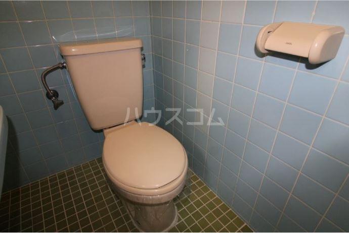 エミネンス前島 201号室のトイレ