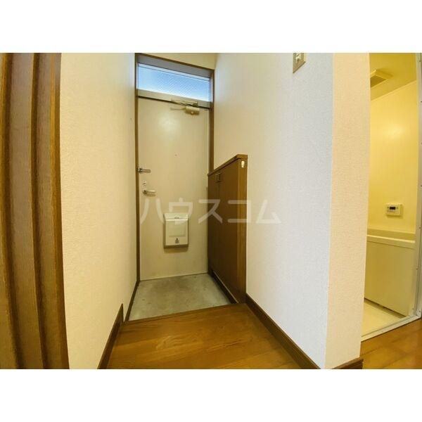 シャトー白菊 201号室の玄関
