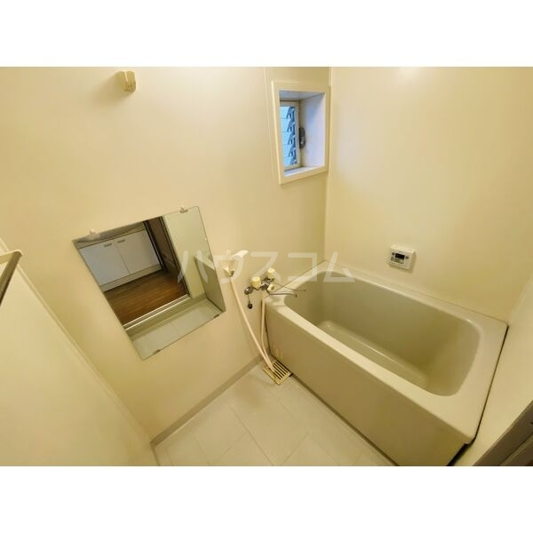 シャトー白菊 201号室の風呂