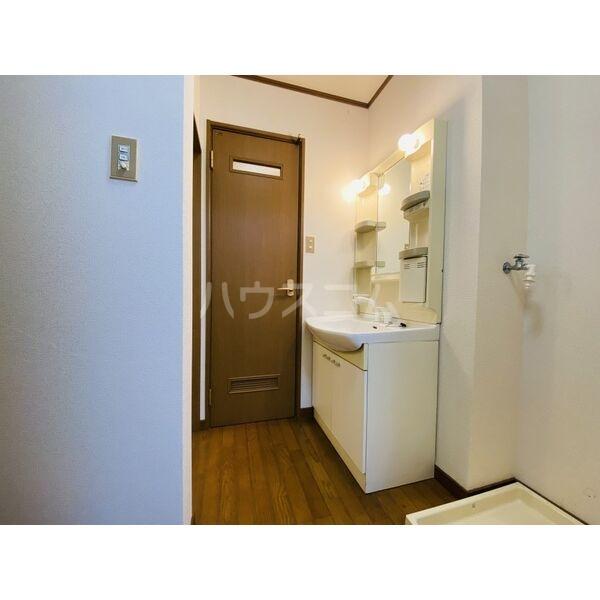 シャトー白菊 201号室の洗面所