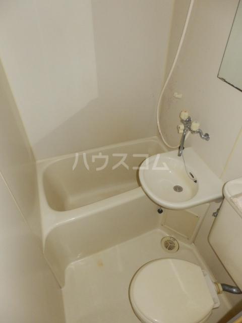 サンリバーイナダ 203号室の風呂