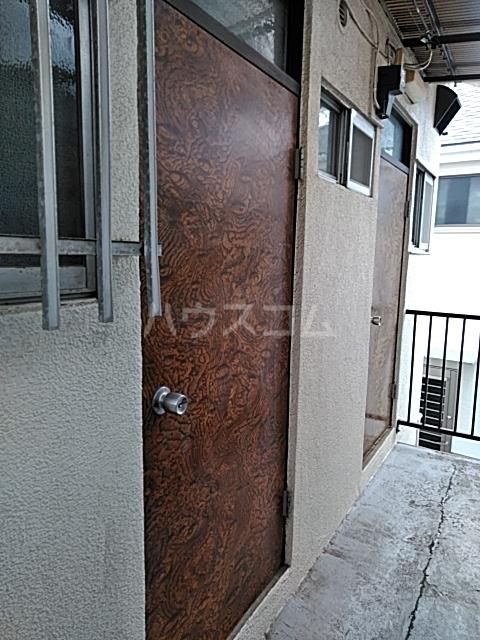 塩見荘 202号室の玄関