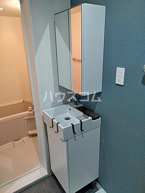 グラスプラス渋沢 201号室の洗面所