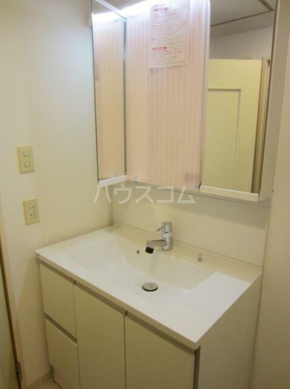 ファシネス玉川台 602号室の洗面所