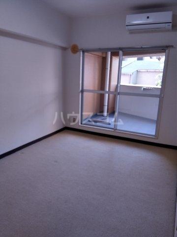 バロール代々木 401号室の居室