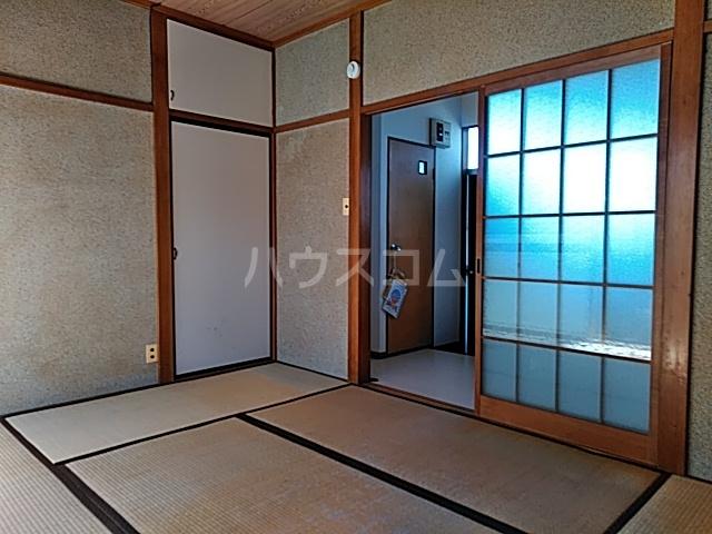 ホワイトプラム B号室の居室