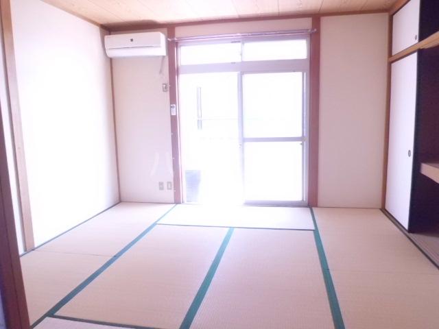 アーク浅井 102号室の居室