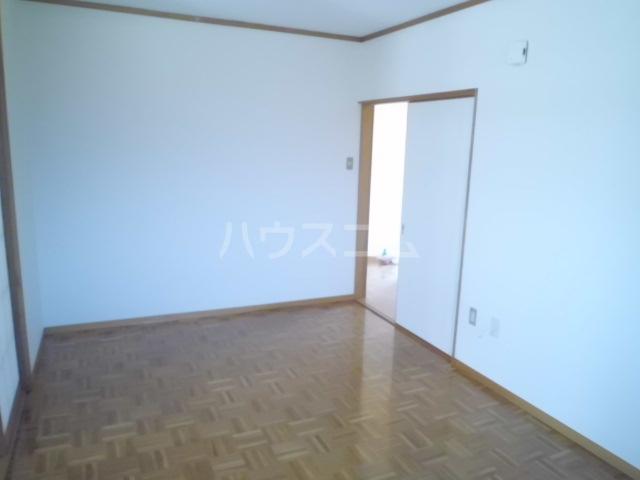 アーク浅井 102号室のリビング