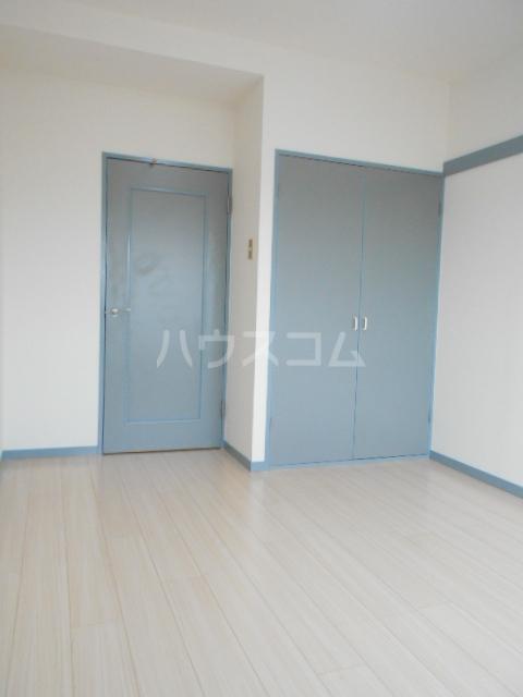KFコーポ 502号室のリビング
