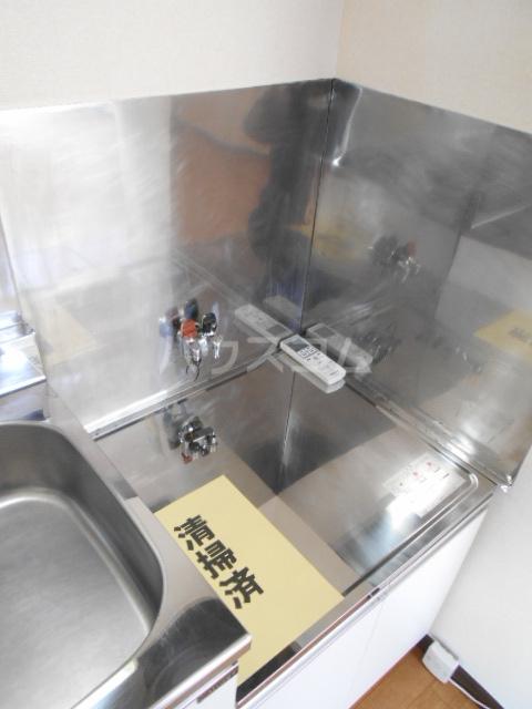 フラワーベールKASAI 101号室のキッチン