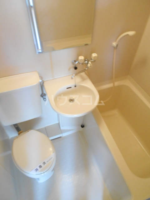 フラワーベールKASAI 101号室の風呂
