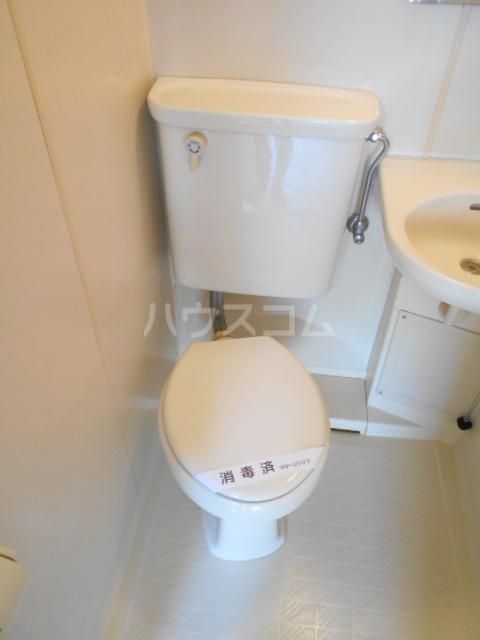 フラワーベールKASAI 101号室のトイレ