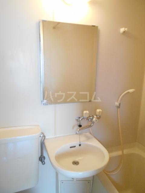 フラワーベールKASAI 101号室の洗面所