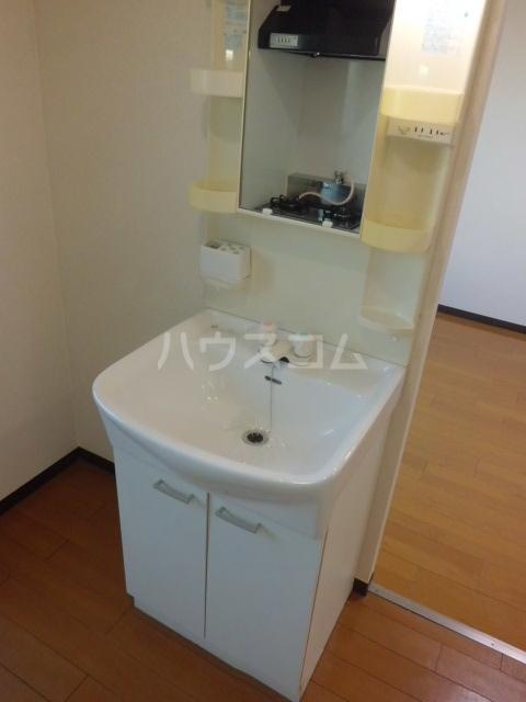 クレセント松蔭 103号室の洗面所