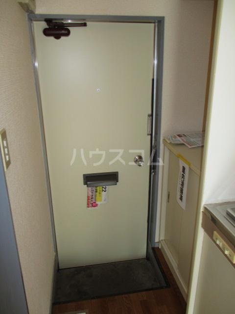 ホワイトヴィラ 202号室の玄関