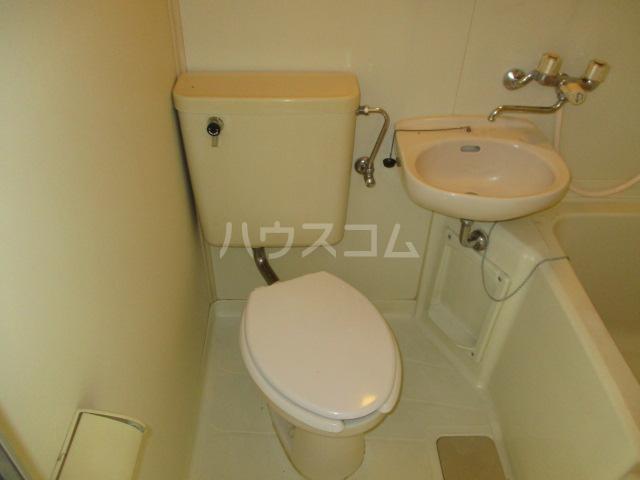 ホワイトヴィラ 202号室のトイレ