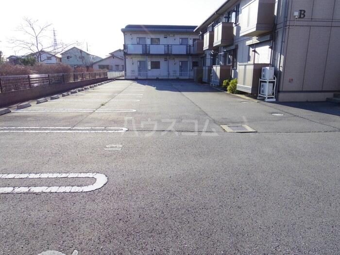 マロンハイム A 102号室の駐車場