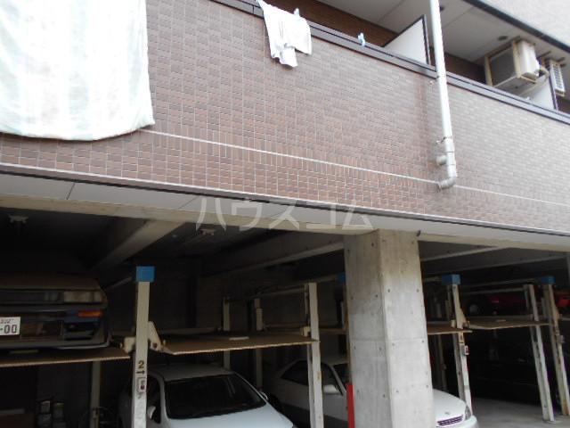 タートルストーンビル 107号室の駐車場