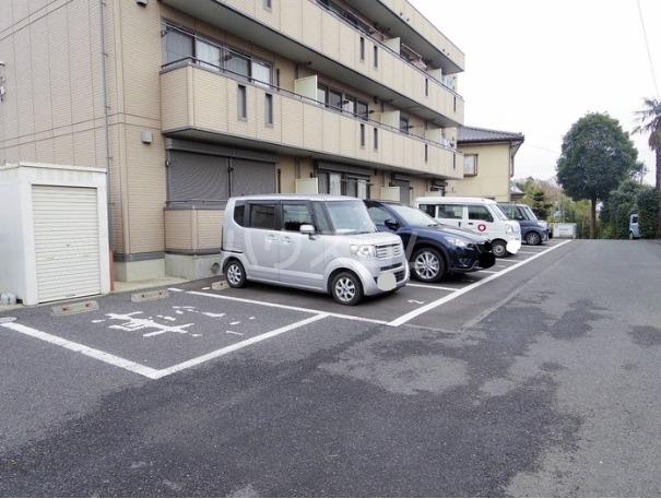 セジュールT 305号室の駐車場