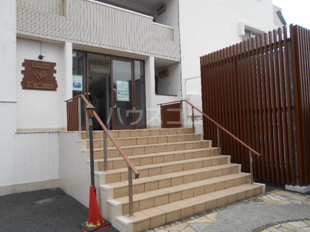 ガーデンヒルズ横浜 107号室のエントランス