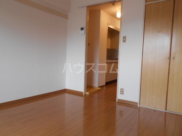 ガーデンヒルズ横浜 107号室のリビング