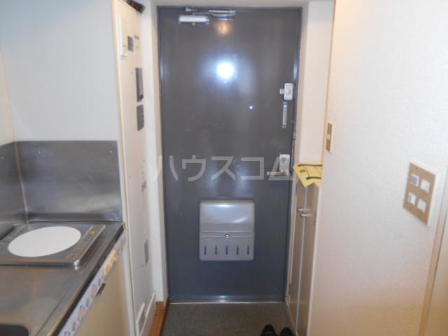 ガーデンヒルズ横浜 107号室の玄関