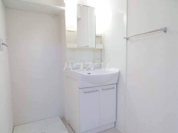 イル・セレーノ 102号室の洗面所