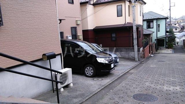 松葉テラスハウスⅡの駐車場