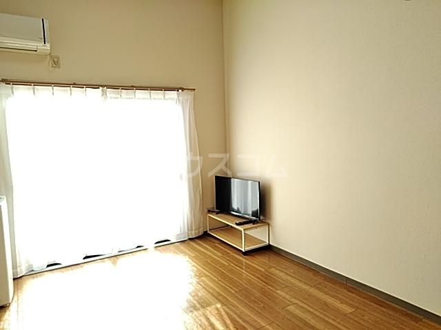 コナビック西塚 Ⅱ 1C号室のリビング