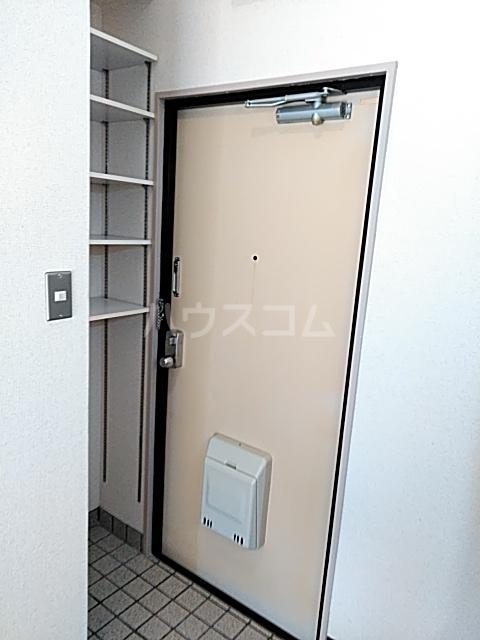 コナビック西塚 Ⅱ 2F号室の玄関