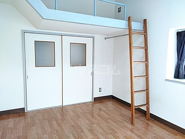コナビック西塚 Ⅱ 2G号室のリビング