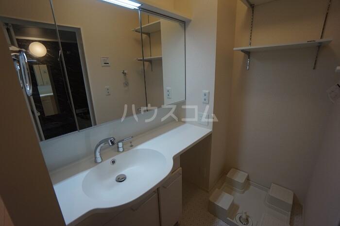 メゾンプラネット 102号室の洗面所