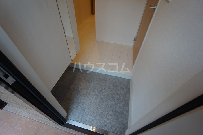 メゾンプラネット 102号室の玄関