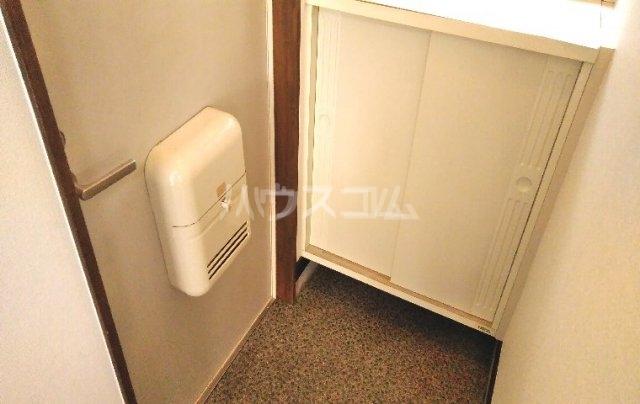 ハイツ柳 201号室の玄関
