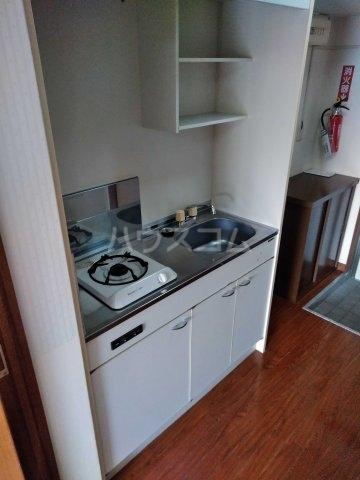 REO'S国場 2-D号室のキッチン