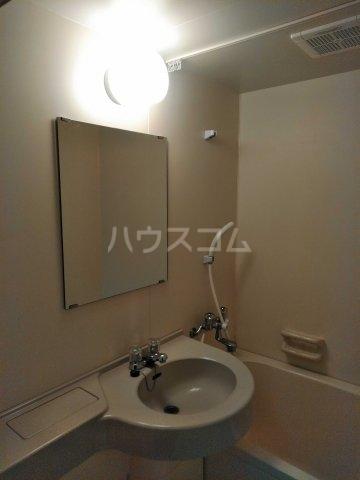 REO'S国場 2-D号室の洗面所
