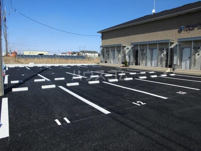 ロイヤル ブルー オーシャンA 206号室の駐車場