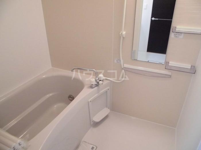 ロイヤル ブルー オーシャンA 206号室の風呂
