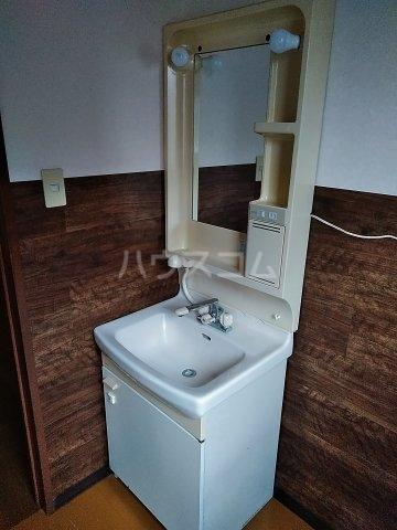 ジーズ プレイス 203号室の洗面所
