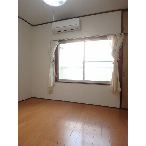 メゾン三宅 202号室のベッドルーム