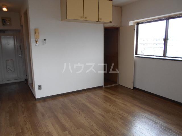 東菱八幡町マンション 501号室のリビング