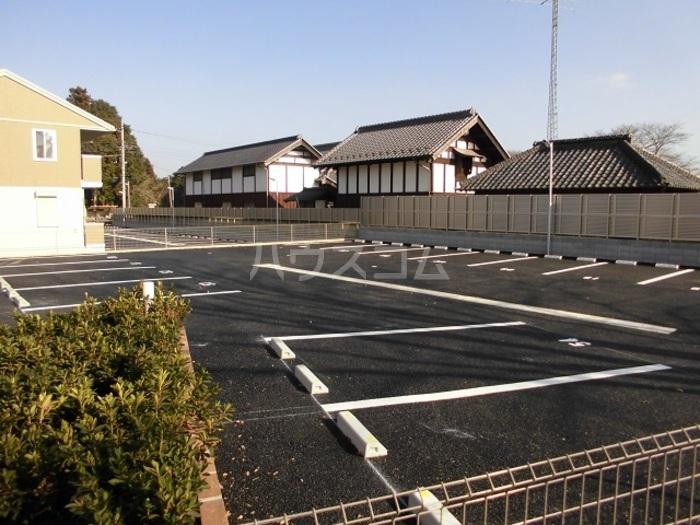 パークドオートム D 105号室の駐車場